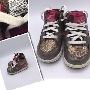 Reebok Girls size 7 adorable sneaker